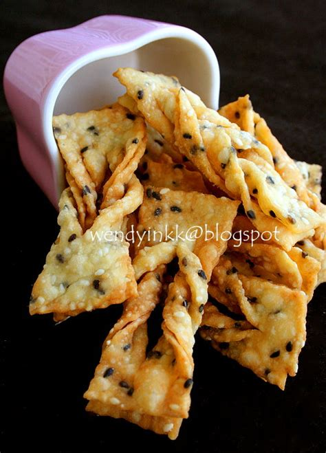 new year ribbon biscuit recipe table for 2 or more sesame beancurd crisps 芝麻巧果 cny