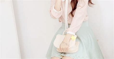 Pastel Blouse Moura Casual a and casual with the white collared blouse with the pastel mint green skirt and the