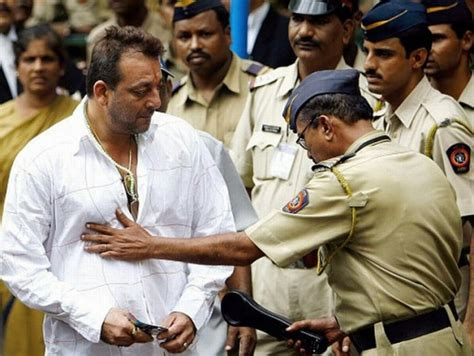 biography of vastav movie how did sanjay dutt become involved in the 1993 mumbai
