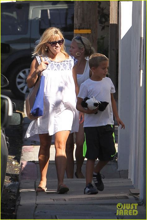 reese witherspoon house full sized photo of reese witherspoon baby bump at malibu beach house 03 photo