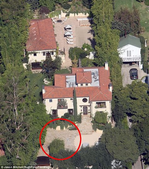 halle berry house halle berry puts hollywood home on the market after brutal fight between olivier