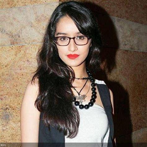 Lipstik Jackelin shraddha kapoor aashiqui 2 looks fashionable in a