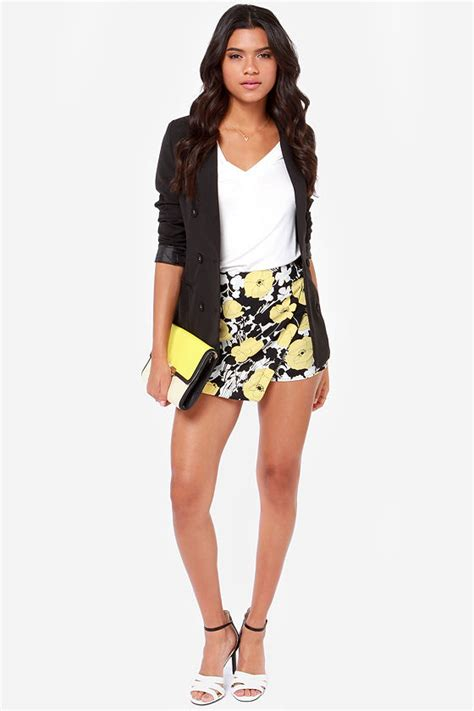 Monochrome Yellow Print Dresses On Sale At Oasis by Floral Print Shorts Yellow Shorts Black And White