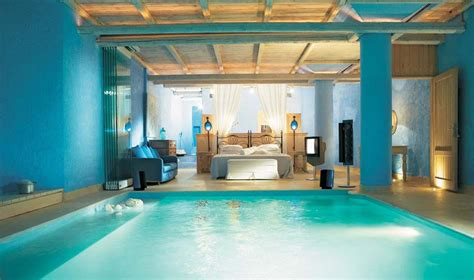 hotel avec piscine priv馥 dans la chambre des suites avec piscine int 233 rieure ext 233 rieure invitant