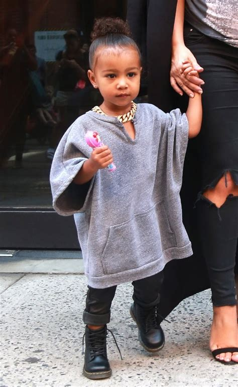 vestidor de kourtney kardashian north west photos photos kim kardashian and daughter