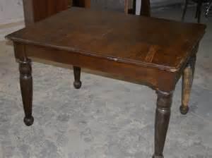 alter tisch alter tisch mit schwarzen beinen durch schellack buntes