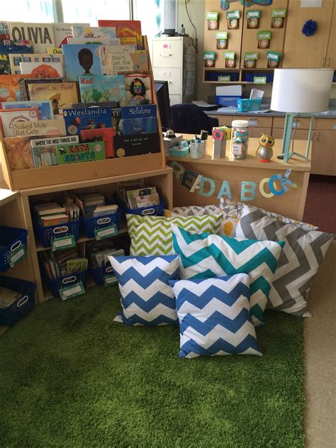 reading themes for elementary book ledge easels and storage tubs on pinterest