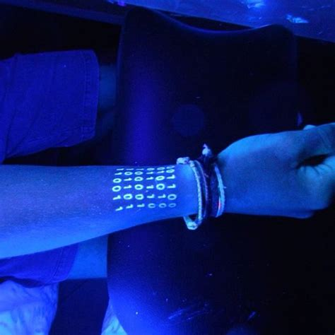 tattoo glow in the dark di jakarta 30 creative black light tattoos you can see only under uv