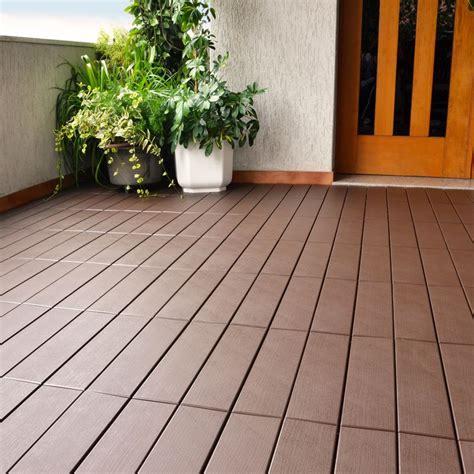 pavimento plastica giardino pavimentazione in plastica per esterno finto legno