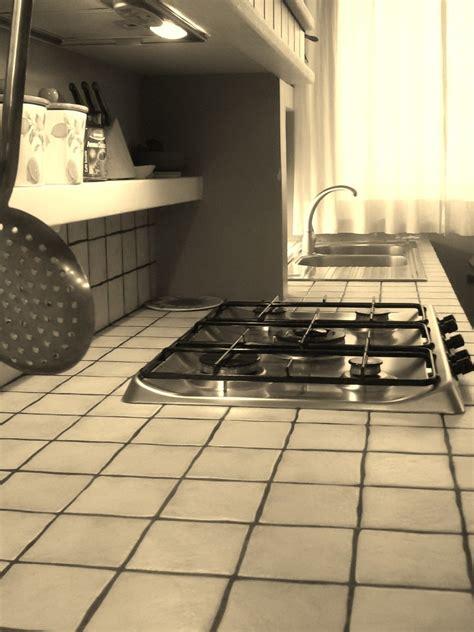 piastrelle per piano cucina quale top per la cucina il piano piastrellato lineatre