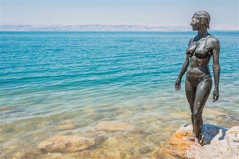 Masker Lumpur Mati ketahui manfaat lumpur laut mati untuk kecantikan kulit