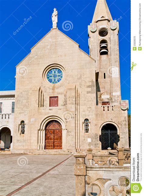 imagenes de iglesias terrorificas iglesias cristianas el cielo azul foto de archivo imagen