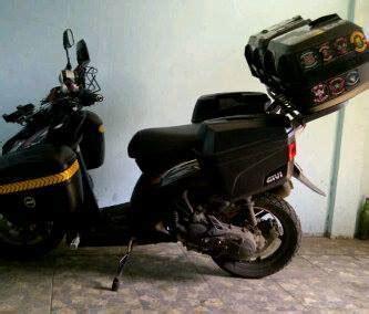 Stiker Box Motor Touring wedyan motor matic ini pakai 5 box givi 4 sidebox depan