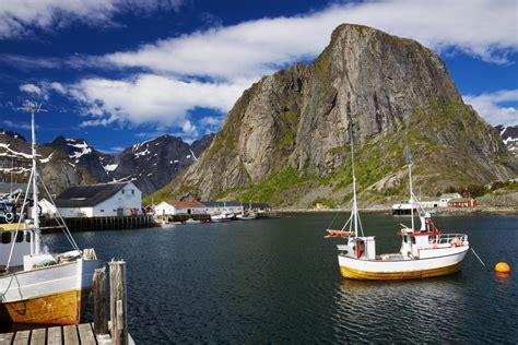 vaarbewijs zeilboot zee motorboot noorwegen bergen senja varen zeilboot