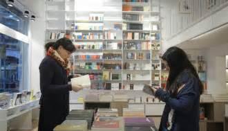 librerias en barcelona diez librer 237 as en barcelona para celebrar sant jordi