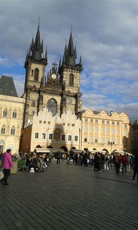 turisti per caso praga piazza della citta vecchia a praga viaggi vacanze e