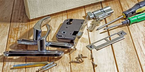 types  door locks commonly   residential properties