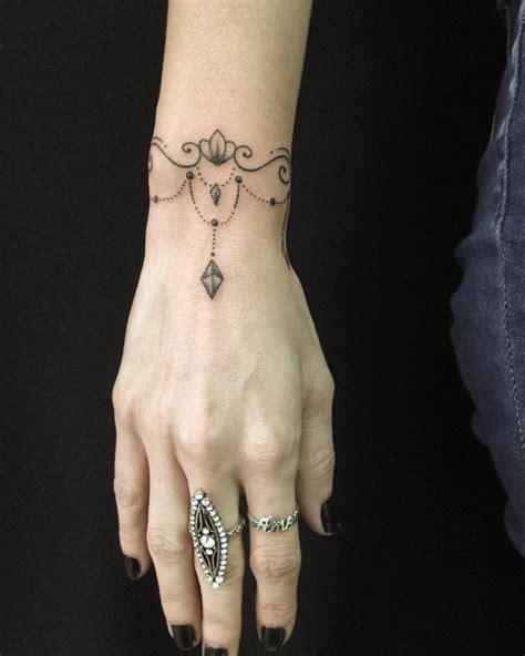 tattoo de panda no pulso tatuagens no pulso 60 inspira 231 245 es para voc 234 fazer a sua