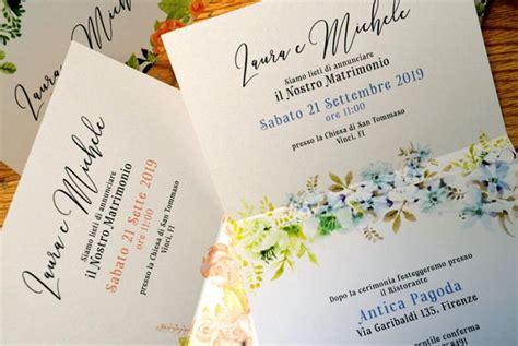 testo acquerello invito con cornice di fiori effetto acquerello