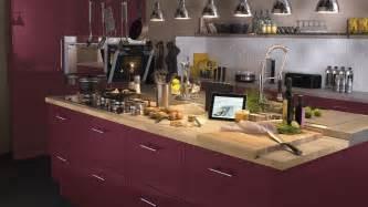 Good Comment Renover Sa Cuisine #4: 07946413-photo-plan-de-travail-bois-cuisine-aubergine.jpg
