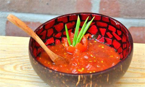 eenvoudige zoet zure saus van verse tomaten pisangsusu
