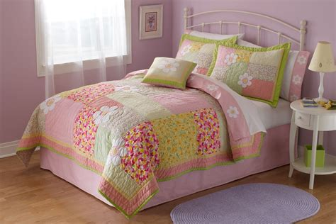Quilted Bedding by How To Choose And Use Quilt Bedding Bedding