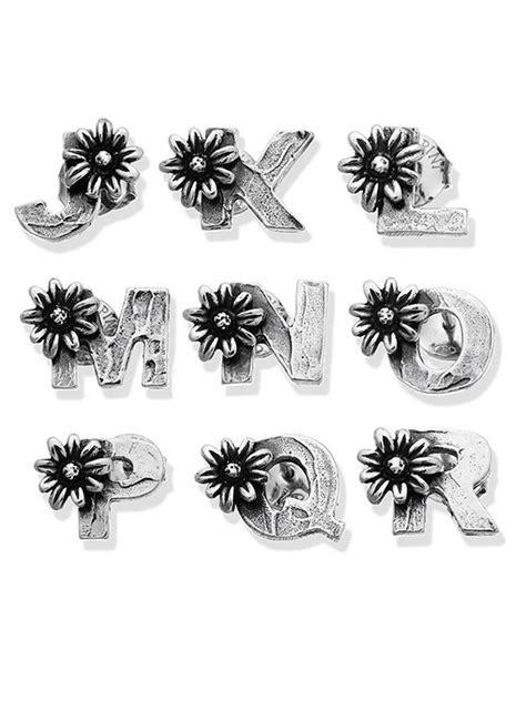 orecchini con lettere orecchini 10045 j r orecchino lettera con margherita