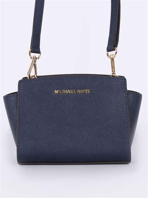Mk Messanger Selma Mini 22 michael kors selma mini messenger navy luxury bags