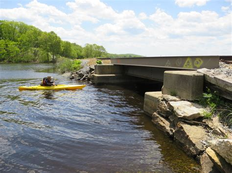 thames river ct boat launch boston kayaker kayaking on thames river from gales