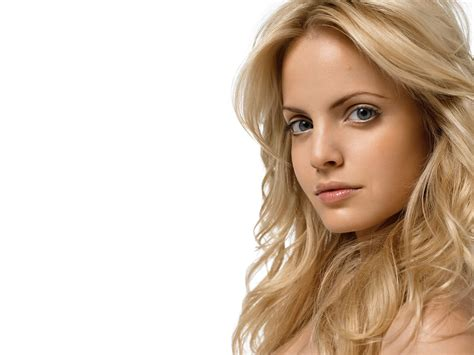 Mena Suvari In A On The by Mena Suvari The All American That S Photos