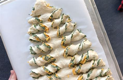 cresent roll christmas tree with spinach tree spinach dip breadsticks it s always autumn