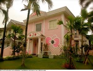 hello mansion the cat world of ratu zorro coco meow hello kitty worldwide cribs assets