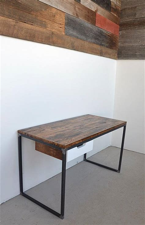 Diy Pallet Desk With Flat Box Metal Legs Pallet Diy Metal Desk