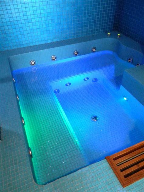 centro benessere con vasca idromassaggio in centro benessere vendita installazione piscine a roma e