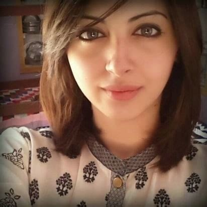 moomal khalid badly injured in a car accident | reviewit.pk
