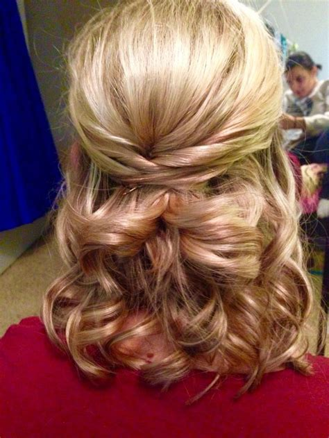 Homecoming Hairstyles Half Up Half by Best 25 Half Up Curls Ideas On Curly
