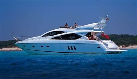 small boat rental dubai rent luxury charter yatch in dubai best rates for dubai