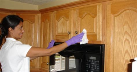 Cleaning Wood Kitchen Cabinets With Vinegar How To Clean Grease From Kitchen Cabinet Doors Ehow Uk