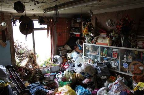 shocking pictures of hoarders house in finsbury park that