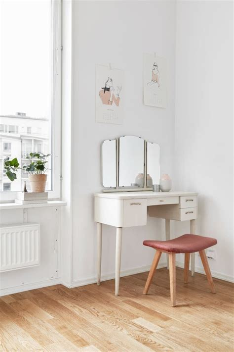 Small Makeup Vanity Desk 25 Great Ideas About Small Makeup Vanities On