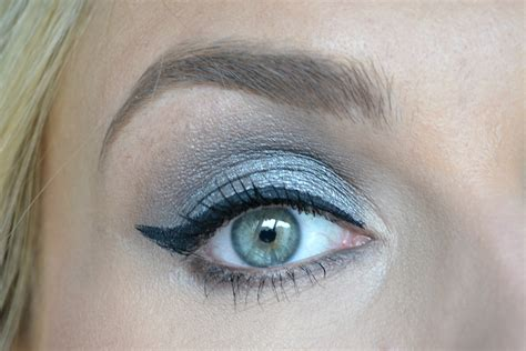Grijze Oogschaduw by Simpele Grijze Smokey Eye The Make Up Spot
