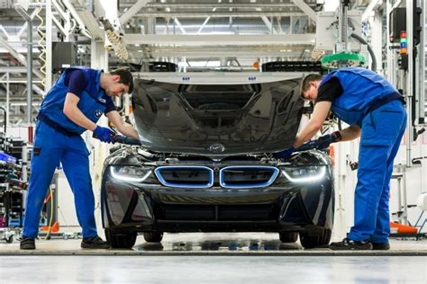 see how the bmw i8 is assembled in leipzig