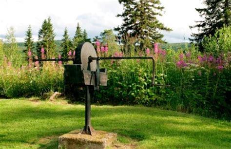 giardino rustico arredare il giardino spazio al rustico pollicegreen