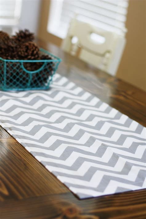 easy diy table runner tutorial sew much ado