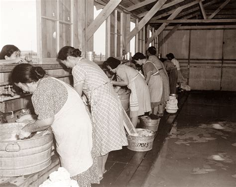 hand wash clothes in bathtub picture is from 1942 and shows women washing clothes in