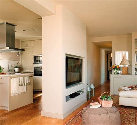 dos pisos pequenos transformados en la casa de una pareja