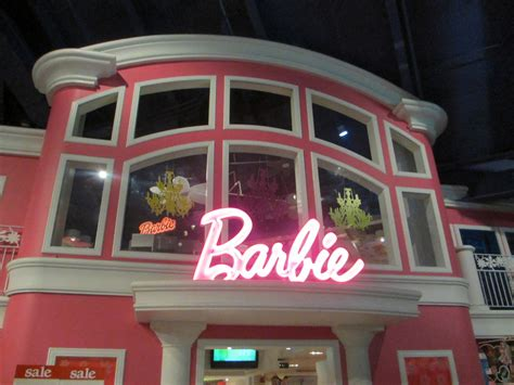 Barbie Barbies House At Times Square Toys R Us
