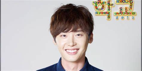 film yg dibintangi lee jong suk dan park shin hye lee jong suk seo in guk pede dalam pakaian renang