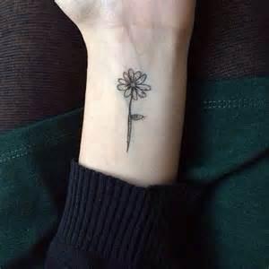pretty wrist tattoos 12 pretty daisy tattoo designs you may love pretty designs