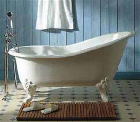 bathtub old fashioned vintage style bathroom